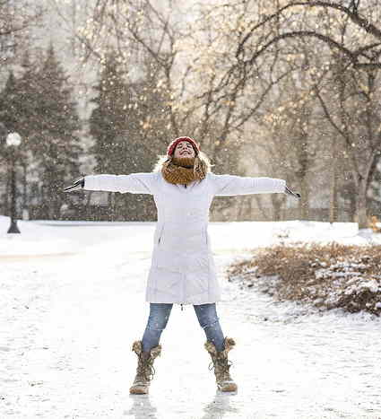 Jeune fille sur Neige